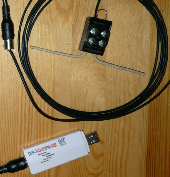 RTL-SDR dongle + custom ADS-B half-wave dipole antenna